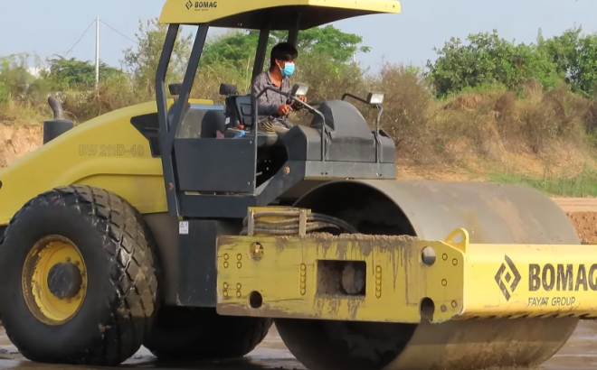 Bomag roller soil compactor with Excavator Bulldozer working road construction
